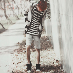 Pupuhoehoe -- - Stripes Tee, Stripes, Grey Jeans, Black - Red haired boy