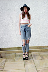 Sammy C - Prettylittlething Hat, H&M Crop Top, Frontrowshop Jeans, Fashion Union Shoes - Ripped Apart...