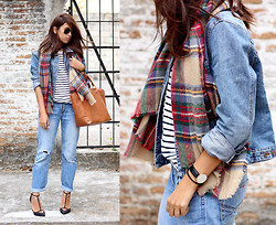 Génesis Serapio - Zara Scarf, Pull & Bear Bag, Zara Heels, Daniel Wellington Watch, Zara Striped Shirt, Ray Ban Sunglasses - Last spring layers