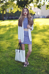 Agata Czernecka - Zara Bag, Michael Kors Sandals, Stradivarius Oversize Jacket, H&M Check Skirt, H&M Checked Top - Vintage and simplicity