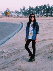 Louisa S. - Disney Mickey Mouse, Pacsun Combat Boots, Forever 21 Legging - Hitch hicker