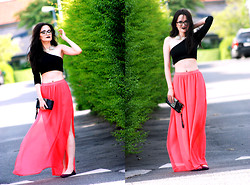 Ami Lu - Statement Necklace, Crop Top, H&M Skirt - We cant all be icons