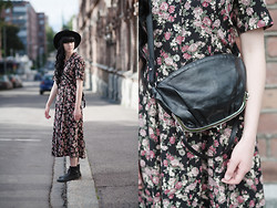 Mira Audrey Tolvanen - Maison Martin Margiela Leather Purse, Vintage Dress - Hot Streets