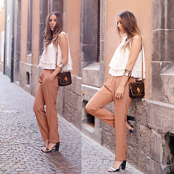 Alison Liaudat - Louis Vuitton Vintage Clutch, Zara Loose Cut Trousers, Zara Cropped Top, H&M Heels - Sunny Morning in the old city