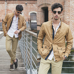 Alberto Mason - Zerouv Glasses, Zara Shirt, Pull & Bear Chinos, Nike Sneakers, Pull & Bear Jacket - Casual beige