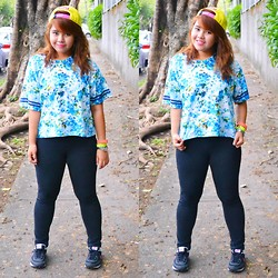 Dana Lopez - Forever 21 Floral T Shirt, Yellow Pink Snapback, Uniqlo Black Pants - YOH.