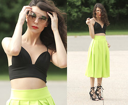 Julia Monson - Frontrowshop Full Lime Midi Skirt, Aldo Gold Sunglasses - LIME
