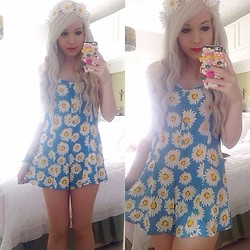 Megan Alice Rose Littlewood - Primark Daisy Flower Crown, Motel Rocks Daisy Playsuit - Daisies