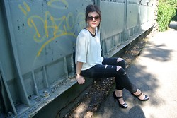 Rebecca - H&M Top, New Look Jeans - Ripped Jeans