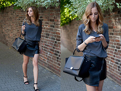 Jess A. - Céline Bag, Clarks Sandals, Choies Leather Skirt - BLACK LEATHER ZIPPED SKIRT