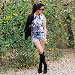 Shauna Voon - Cotton On Tiger Muscle Tee, Bershka Distressed Denim Shorts, Phatculture Blazer, Rubi Shoes Wedged Suede Boots, Topshop Round Sunglasses, Uniqlo Below Knee High Socks - In the Wild