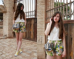 Mariana Moratalla - Asos Shorts, Converse Sneakers, Parfois Bag - Palm trees on my shorts