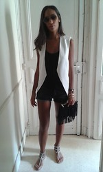 Celine B. - Zara Vest, Hermës Top, The Kooples Short - Boho chic