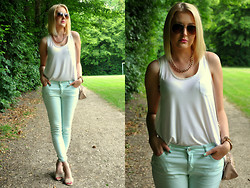 Sara Zgrzebniak - Sinsay Sunnies, H&M Top, Cubus Pants - White and mint