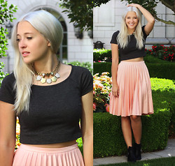 Bryn Newman (Stone Fox Style) - Akira Pleated Midi Skirt, Weston Crop Top, Adia Kibur Layered Necklaces, Windsor Boots - Alt Summit Day One