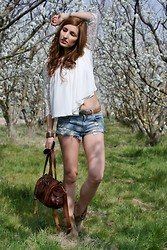 The Maiddiction - Zara Top, Vintage Bag, Bershka Shorts - White lace and denim