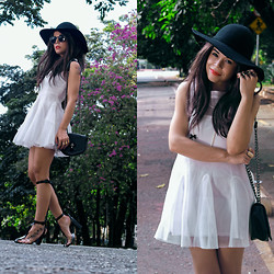 Priscila Diniz - White Dress, Pvc Transparent Open Sandals, Hat, Bag (Similar) - Last day