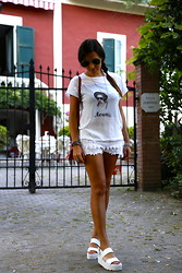 De Pointe en Blanc By Ilaria Bianchi - Windsor Smith Shoes, Zara Shorts, Ray Ban Sunglasses - Windsor Smith