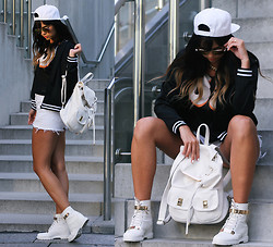 Sarah Kremer - Fanny Lyckman For Estradeur Sneakerwedges, New Look Backpack, Primark Bomberjacket, Levi's® Shorts - BACKPACK, SNAPBACK - READY TO GO