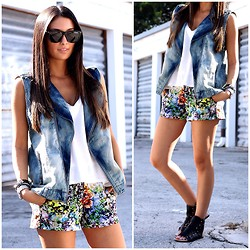 Macarena Ferreira - Joie Tank, Forever 21 Vest, Forever 21 Shorts, Ray Ban Sunglasses, Just Fab Sandals - Moto baby.