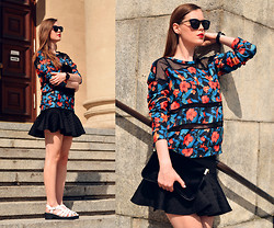 Martyna Pietrzak - Reserved Blouse, H&M Purse, Staff By Maff Skirt, Aldo Glasses - FLORAL BLOUSE
