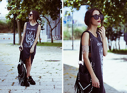 Sofia Reis - Zerouv Sunnies, Pondichains Bodychain, Obey Dress, Lamoda Bag, Dresslily Boots - CHAINED