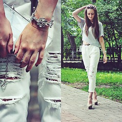 Sasha Shcherbakova - Frontrowshop Bracelet, Frontrowshop Ripped Jeans - White and Transparent