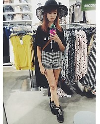 Brigid De Souza - H&M Black Lace Hat, Céline Black Celine Top, Houndstooth Shorts, Victoria's Secret Victoria Hp Case - Sunny Mono