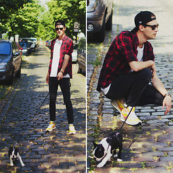 Ben W. - New Era Cap, Zara Shirt, Zara Pants, Nike Sneakers - Walk the dog