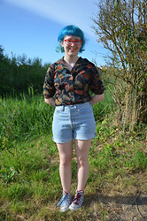 Louise Vivian - Charity Shop Top, Levi's® Levi Denim Shorts, Converse - On wednesdays we wear what the heck we like.