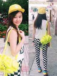 Veronica W. - New Era Baseball Cap, Boohoo Bagpack, Boohoo Leggings, New Balance Sneakers, Forever 21 Top - Yellowholic