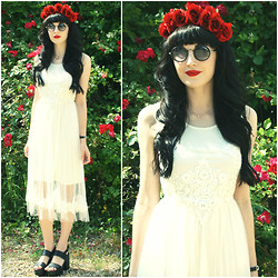 Kayleigh B - In Love With Fashion Ivory Mesh Midi Dress, The Infinitine Necklace - Rosenrot