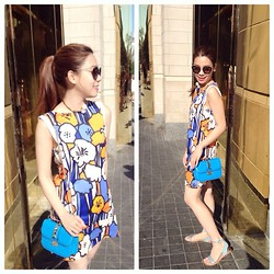 Quynh Pham - Valentino Clock Bag, Zara Flowers Dress, Zara Pearl Necklace, Miu Cat Eyes, Zara Sandals Flat - Hot summer in Boston