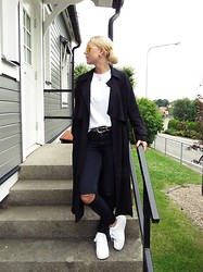 Stina Mattsson - Bikbok Coat, Cubus Striped Tee, Dr Denim Distressed, Nike Sneakers, Giant Vintage Sunglasses - COAT TIMES