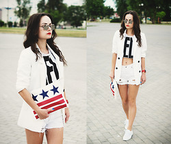 Ann Kos - Mango Jacket, Mavi Shorts, Frontrowshop Bag, Casio Watch - ***