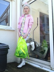 Laura King - Primark Bart Simpson Tee, Dr. Martens White Doc, Nike Sports Jacket, Ebay See Through Backpack, Ebay Pink Velvet Scrunchie, Topshop White Joni Jeans - Iceberg Simpson