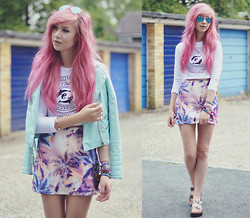 Amy Valentine - Ray Ban Blue Mirror Aviator Sunglasses, Missguided Mint Leather Jacket, Missguided Dolphin Print Crop Top, Missguided Tropical Print Skirt, Missguided Platform Sliders - URBAN BEACH