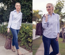 Ashleigh McCallum - Just Jeans Skinny Ankle Crop, Sportscraft Sarah Oxford Shirt, Louis Vuitton Neverfull Tote, Jo Mercer Sienna Boot - Blue Jeans