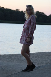 Stina Mattsson - Hudson Dress, Giant Vintage Pancake Sunglasses, Din Sko Black Boots - PAISLEY