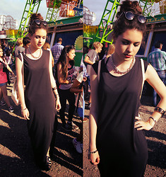 Laura Medina - H&M Maxi Dress, Sammydress Crabeaters, Day A Chains Necklace, Tiguer Retro Sunglasses - Basic and cool.