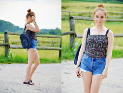 Sispolitan Lach - B&F Collection Backpack, Levi's® Shorts, Claire's Watch - Levi's shorts