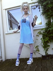 Laura King - Nike Vintage Sport Dress, Ron Jons Vintage Jon's Shirt - Blue Summer