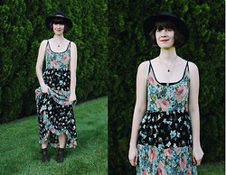 Marlen K. - Wayfarer Vintage Floral Maxi, Urban Outfitters Wide Brim Hat, Urban Outfitters Cut Out Booties - Great Gatsby Maxis