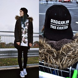 Claudia Michon - Save The Vinyl Snapback, Banana Republic Flower T Shirt, H&M Black Jeans, Primark Jacket - Rainy day