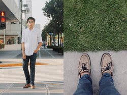Mon Cruz - Cotton On Oxford Longsleeves, Teal Chino Pants, Sebago Brown/Blue Black Docksides - Classique