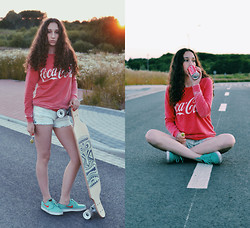Kate Jurgiel - Pull & Bear Blouse, Mango High Waisted Shorts - Enjoy coca cola