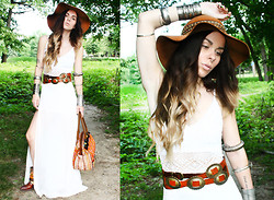 Katia Nikolajew - Bewolf Clothing Hat, Wcm New York Belt, Bewolf Clothing Bag - Feelin like a queen...