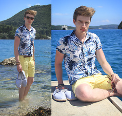 Zoltán Szilágyi - Pull & Bear Sunglasses, Pull & Bear Leaf Print Shirt, Thrifted 2 Tone Belt, New Yorker Wooden Bracelets, American Apparel Vintage Watch From, H&M Bermudas, H&M Striped Espadrilles - Waves