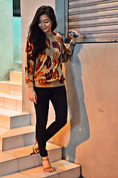 Nadine Julian - Alberto Brown Leather Sandals, Mom's Sweater, Giordano Black Skinny Jeans - Autumn Leaves