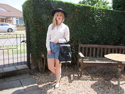 Courtney Melville - H&M Hat, Charity Shop Choker, Next Shirt, Charity Shop Shorts, Topshop Bag, New Look Shoes - I can tell there's something in the way